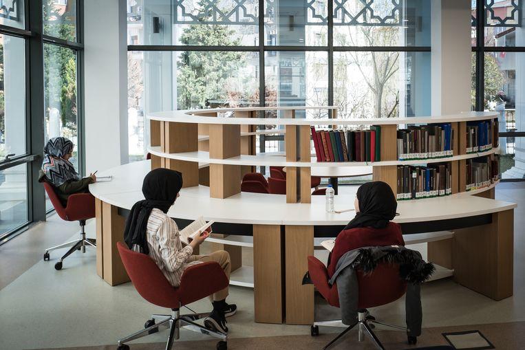 De bibliotheek van Imam Hatip in Kartal, Istanbul.  Beeld Zolin Nicola