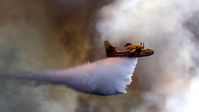 Brandweer bestrijdt bosbranden in zuidwesten van Frankrijk met blusvliegtuigen