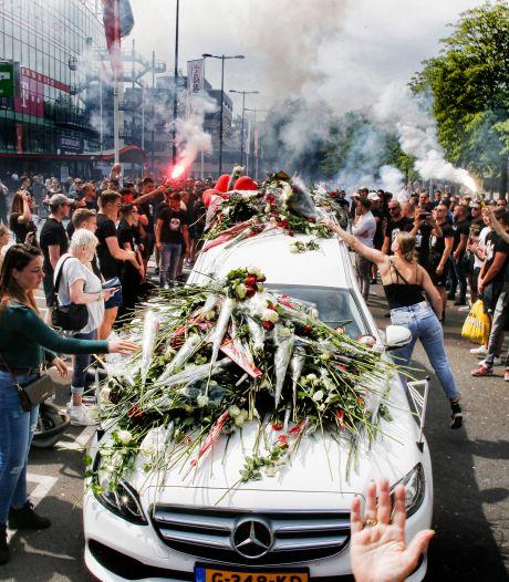 Honderden Utrecht-supporters nemen op indrukwekkende manier afscheid van Jacky Vermeulen (22)