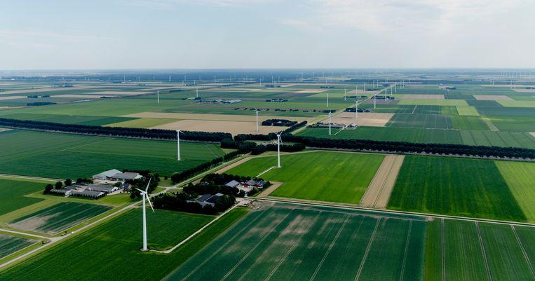 Akkerland en windmolens in Flevoland. Beeld ANP