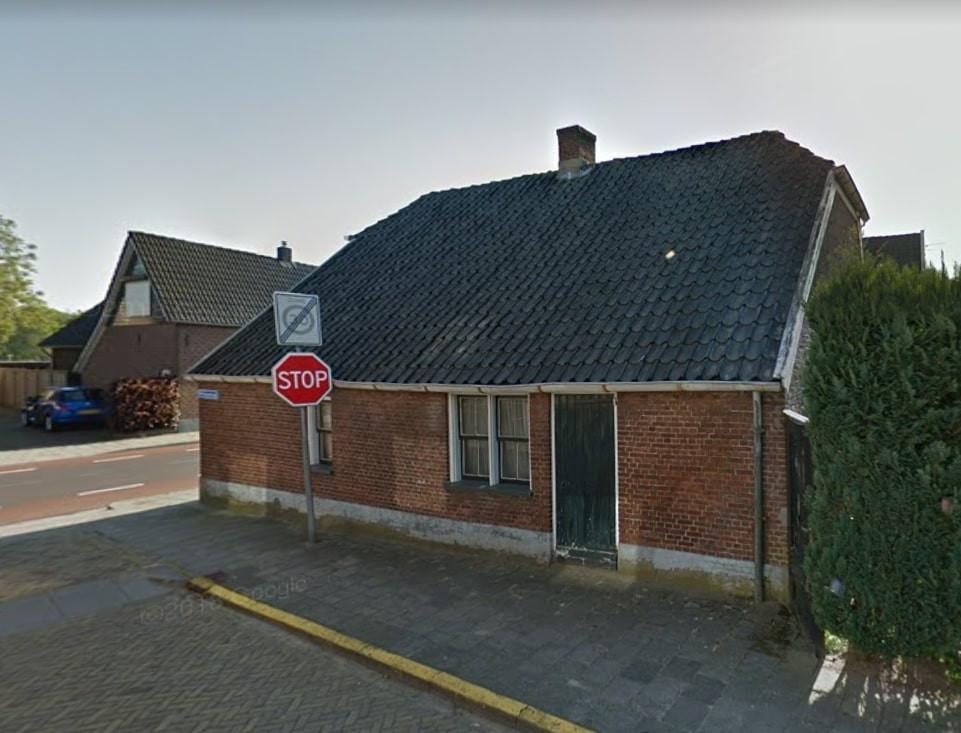 De stadsboerderij op de splitsing Enterstraat/Schoolstraat is in 1845 gebouwd en staat al jaren leeg.
