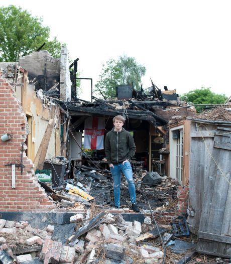 Gillende sirenes: politieman Tom (21) racet naar brand in zijn eigen huis in Salland