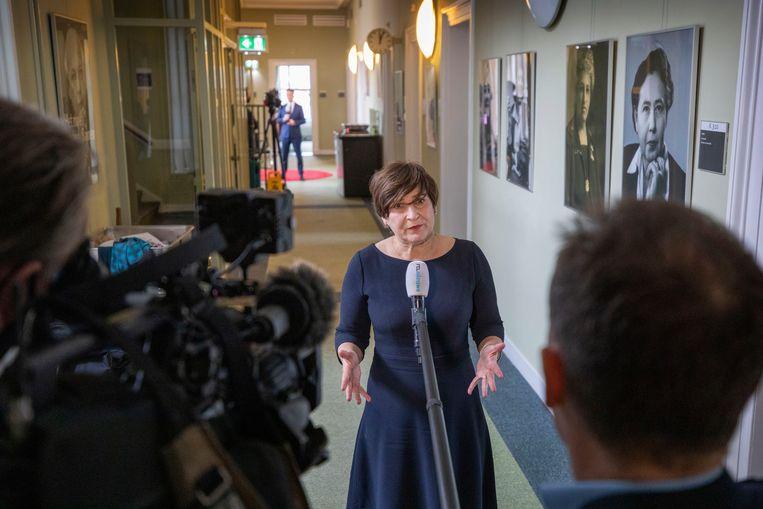 Na het opstappen van Lodewijk Asscher als lijsttrekker voor de PvdA, geven de nummers 2 en 3 op de lijst, Lilianne Ploumen en Kadija Arib, commentaar. Beeld Werry Crone
