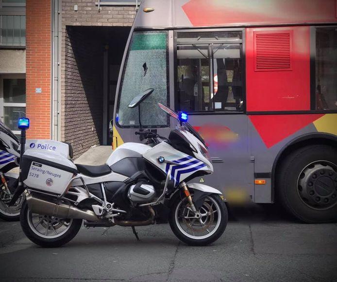 Un bus a été la cible de jets de pierres, car le chauffeur refusait l'accès à un couple qui ne portait pas de masque.