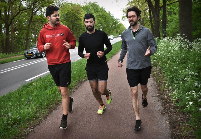 Hardlopend van Helmond naar kantoor in Mierlo. Beeld Marcel van den Bergh / de Volkskrant