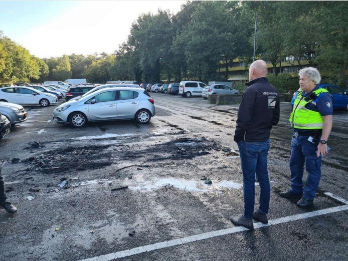 Meerdere voertuigen vatten vlam in Zeist.