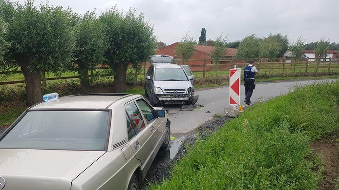 De bestuurder van de Opel raakte levensgevaarlijk gewond.