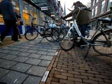 Zilveren fietsjes als parkeerhulp in Gorinchem