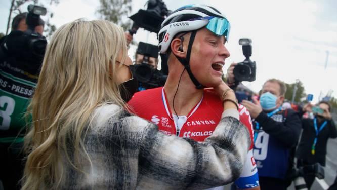 Van der Poel verslaat Van Aert: 'Wist dat ik sprint van mijn leven moest rijden'