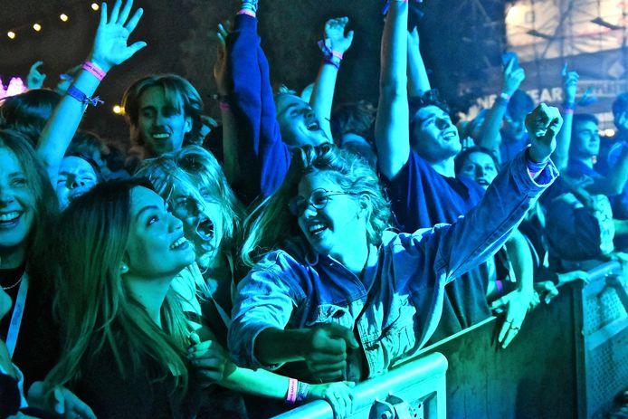 Feestende jongeren tijdens Schippersweekend van afgelopen weekend