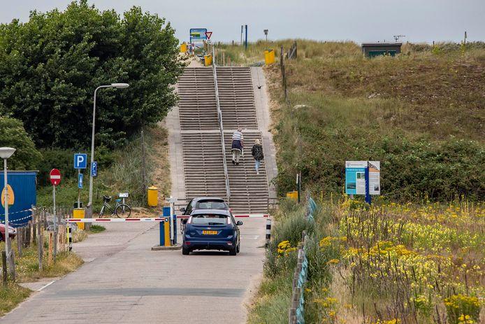 De oude trappen bij strandopgang Molenslag in Monster.