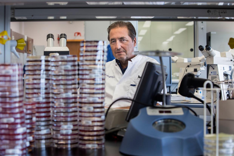 Jan Kluytmans, hoogleraar en arts-microbioloog:  'Er wordt nu overgereageerd, bijvoorbeeld door experts die roepen om extra maatregelen'.
