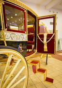 De Glazen Koets staat opgesteld in de Koninklijke Stallen, klaar voor de derde dinsdag van september.