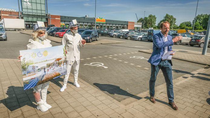 Nicolas Beaussillon, CEO van eigenaar Wereldhave Belgium, kwam tekst en uitleg geven bij de toekomstplannen voor het Ring Shopping Centrum.  Op deze plaats wordt een evenementenplein gerealiseerd, dat eventueel ook door externen gebruikt zal kunnen worden.