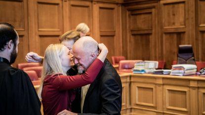 """Spoedarts vrijgesproken voor moord op echtgenote, familie valt hem in de armen: """"Ik heb mijn kinderen alles uitgelegd"""""""