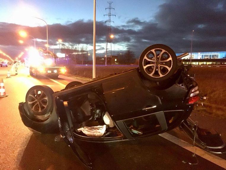 In Sint-Niklaas ging een auto over de kop, hier vielen twee gewonden.