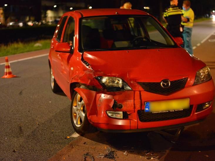 Bestelbus en auto botsen in Breda, beide bestuurders naar ziekenhuis