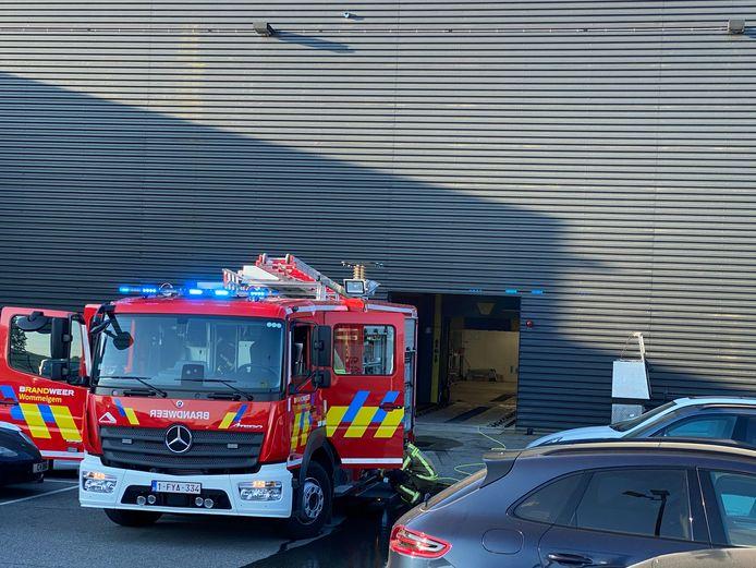 De brandweer moest uitrukken naar een brand in de Porschegarage in Wommelgem.