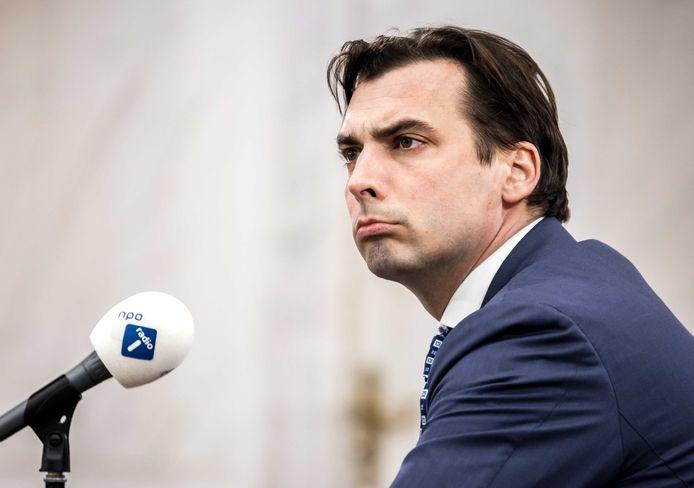 Thierry Baudet (Forum voor Democratie) tijdens een radiodebat. Opnieuw ligt zijn partij aan diggelen.