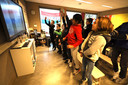 Even de zwaartekracht testen in groep 8 van basisschool De Driestam in Eindhoven.