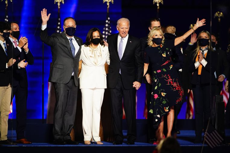 Joe Biden en Kamala Harris met hun partners Beeld EPA