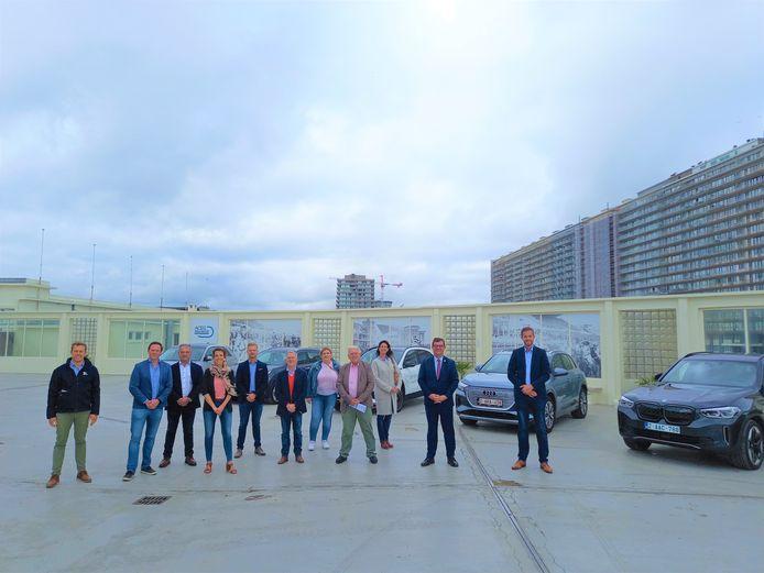 De Zero Emission Show die doorgaat op 2 en 3 oktober werd voorgesteld in aanwezigheid een deel van het schepencollege, mede-organisator Jaak Pijpen en enkele autodealers.