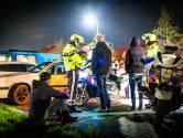 Tientallen bezorgde Urkers gaan de straat op om jongeren aan te spreken: 'Ze zijn de rellen zat'
