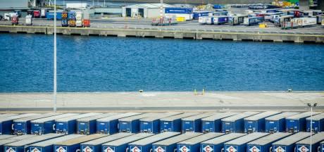 Acht transmigranten na meer dan 20 uur gered uit container met lading broodjes