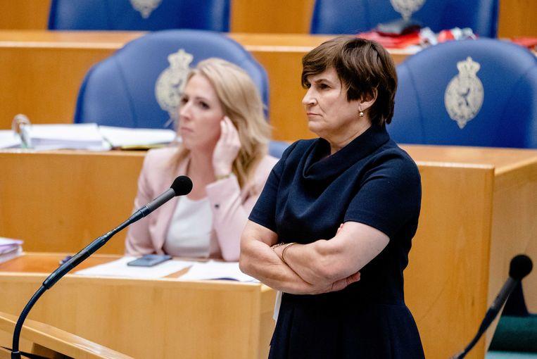 Lilian Marijnissen (links, SP) en Lilianne Ploumen (PVDA) in de Tweede Kamer tijdens een debat over de toeslagenaffaire. Beeld ANP