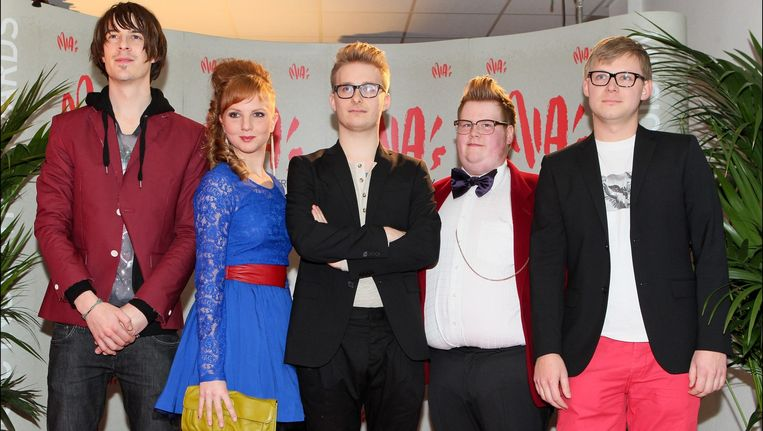 De band in betere tijden tijdens de Music industry Awards (2011). Frontman Johannes Genard staat in het midden, Andrew Van Ostade hier op de foto rechts van hem. Beeld PHOTO_NEWS