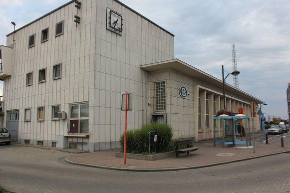 De man werd beroofd van zijn geld aan het station in Denderleeuw.