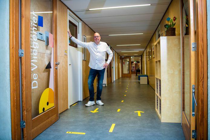 Ondanks alle voorzorgsmaatregelen bleef het coronavirus niet buiten de deur bij basisschool De Vliegenier uit Apeldoorn: drie personeelsleden zijn besmet.