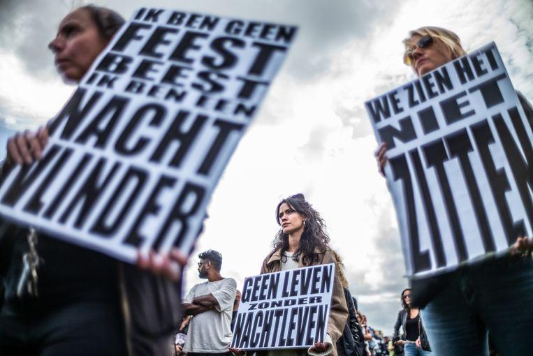 Onder het motto 'De Nacht Wacht' vroegen afgelopen september tientallen nachtclubeigenaren op het Museumplein in Amsterdam aandacht voor de gevolgen van de coronacrisis voor het nachtleven.  Beeld Joris Van Gennip