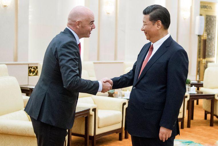 Fifa-voorzitter Gianni Infantino op audiëntie bij de Chinese president Xi Jinping. Beeld EPA