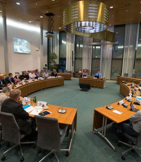 Raad Kampen vergadert straks op groen kunstleder