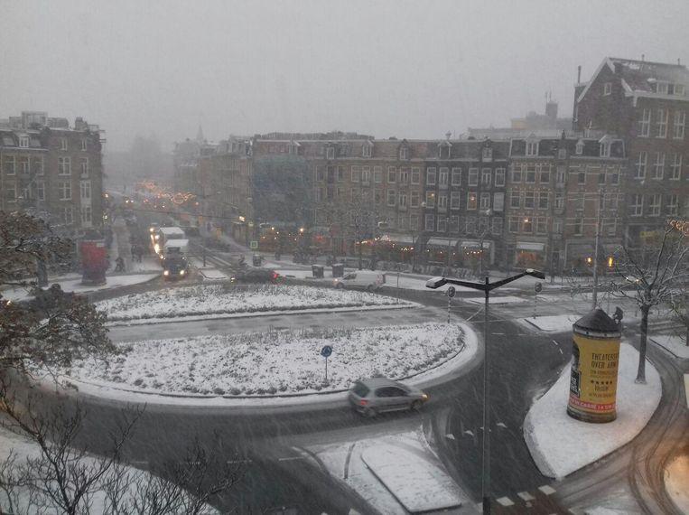 Het Hugo de Grootplein in de sneeuw Beeld -
