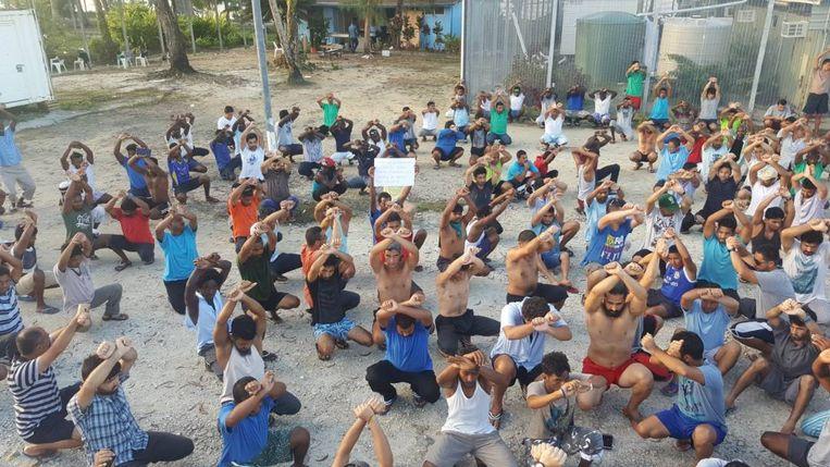 Asielzoekers weigeren het kamp op Manus te verlaten. Beeld REUTERS