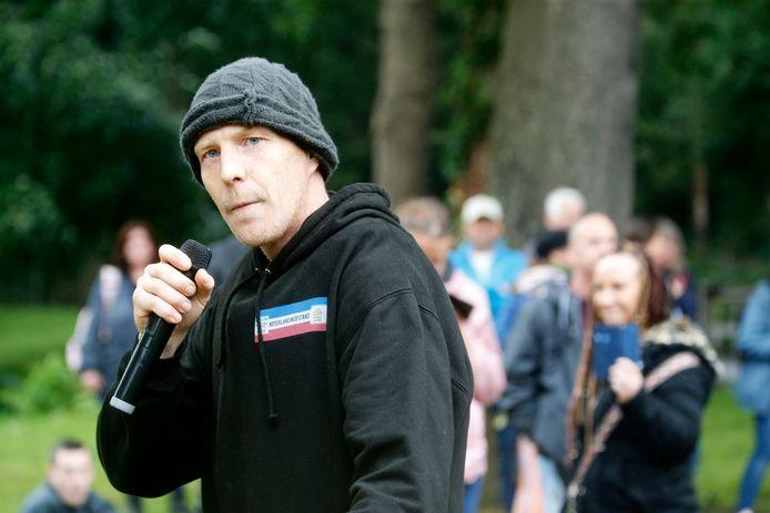 Martijn 'Tinus' Koops spreekt tijdens een verboden demonstratie tegen de coronamaatregelen, afgelopen zaterdag in Utrecht.