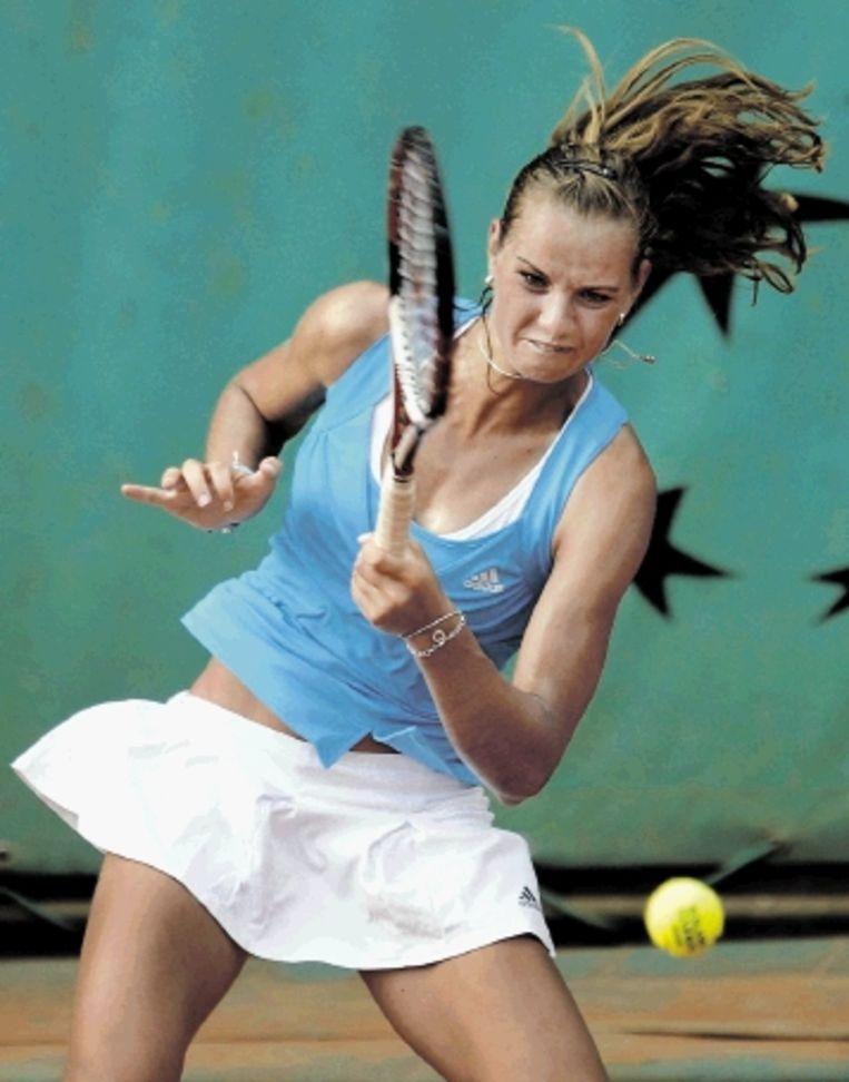 Arantxa Rus in actie tijdens haar eerste partij op Roland Garros. (FOTO: AFP) Beeld AFP