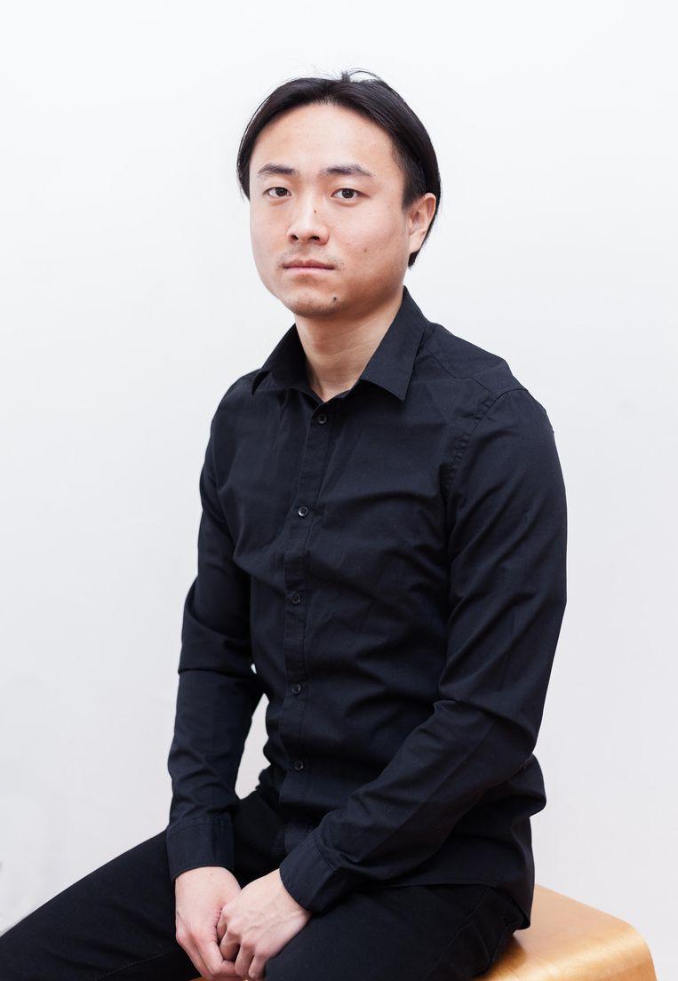 Yang Tang (24): 'Ons jongste broertje is hier geboren, hij heeft wel een geboortebewijs. Maar ook hij krijgt geen paspoort, want dan wil de IND ook de geboorteakte of het paspoort van mijn ouders zien.' Beeld Nina Schollaardt