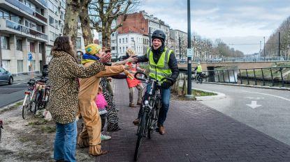 Hoera, een man die fietst!