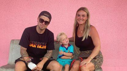 Kussend gespot en samen in het strandhokje: deed 'onbezonnen' verzoening tussen André Hazes en zijn ex Monique de bom barsten?