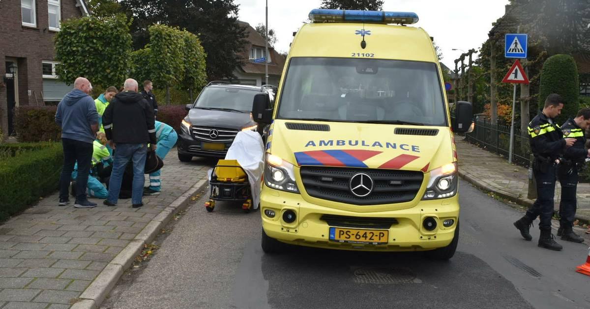 Scooterrijdster gewond na aanrijding met auto in Ammerzoden.