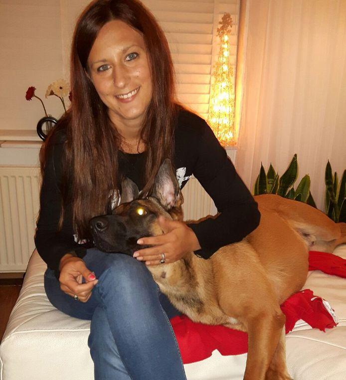 Dora en haar hond Rex.