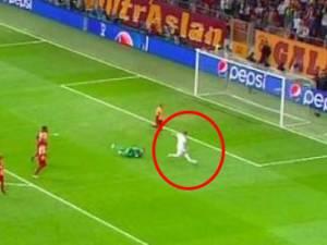 Eden Hazard dribble le gardien et... rate l'immanquable
