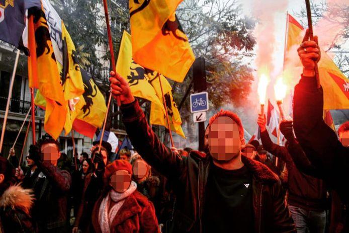 Leden van Schild en Vrienden tijdens een betoging tegen islamisering in Parijs
