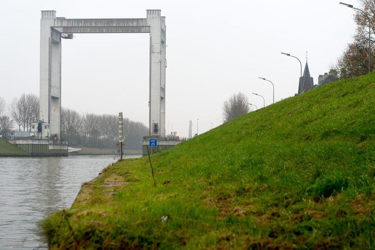 De Brielenbrug in Tisselt krijgt een nieuwe asfaltlaag.
