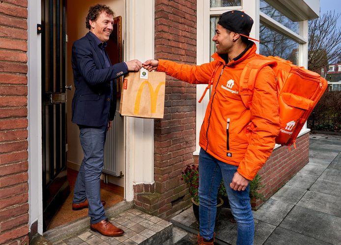 Thuisbezorgd.nl gaat vanaf volgende week voor McDonald's bezorgen in Maastricht.