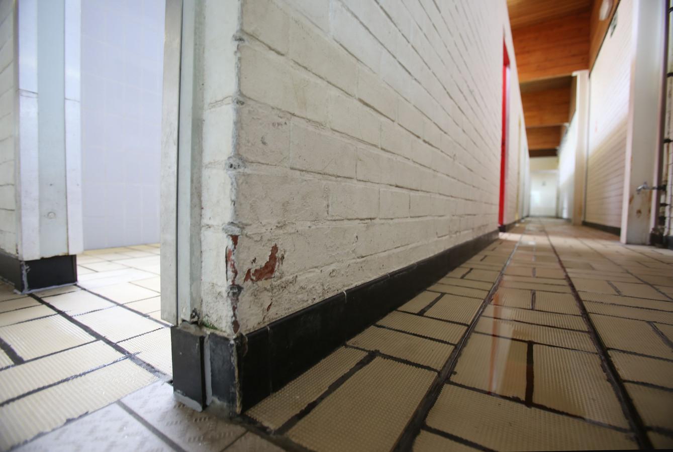 Afbrokkelende muren.