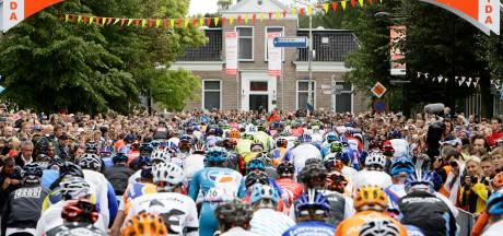 De Vuelta in Breda: Mathieu van der Poel of een massasprint met Groenewegen en Jakobsen?